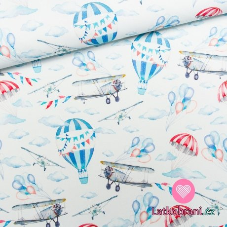 Bavlněné plátno letadla a létací balóny mezi mraky