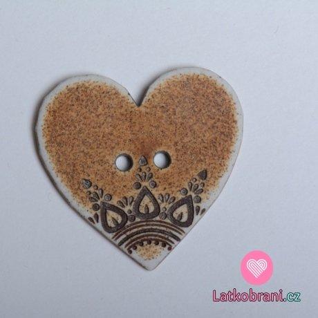 Knoflík srdíčko hnědé s ornamenty