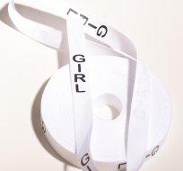 Stuha na oblečení s nápisem GIRL bílá