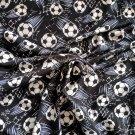 Úplet potisk fotbalové míče v letu na černé