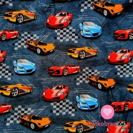 Úplet se závodními auty na šedomodré tmavé