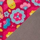 Softshell potisk Tlapková patrola mezi růžovými a modrými květinami