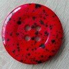 Knoflík mega velký červený s černými cákanci