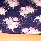 Teplákovina svazek kytice na tmavě fialové