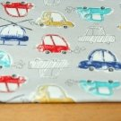 Úplet autíčka barevná na šedé