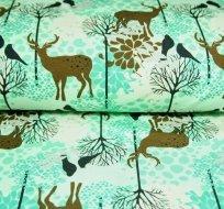 Teplákovina jelen mezi stromy na smaragdové