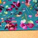 Úplet fialkové květy na petrolejové