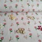 Mix gombíkov na ružovom mušelínu s ružami