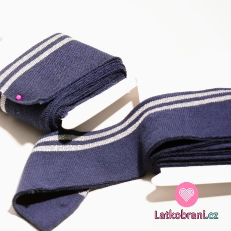 Náplet kusový dva stříbrné proužky na tmavě modré 135 cm