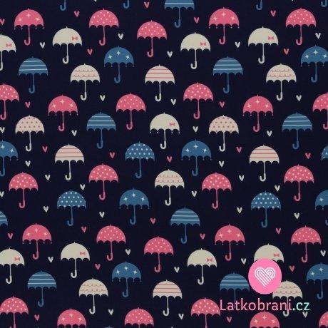 Softshell potisk veselé deštníčky mezi srdíčky na tmavě modré