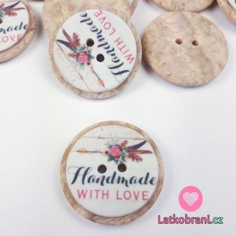 """Knoflík imitace dřeva s květinami a nápisem """"Handmade with love"""""""
