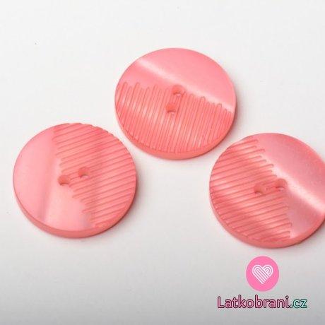 Knoflík kulatý, perleť, růžový, z poloviny vroubkatý - velký
