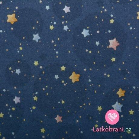 Teplákovina potisk barevné hvězdy a puntíky na modré
