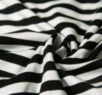 Úplet proužky stejné široké černé s bílou