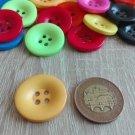 Knoflík hladký lesklý žlutý 28 mm