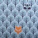 Teplákovina liška, mýval v lese modrá