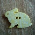 Knoflík zajíček žlutý s ornamenty