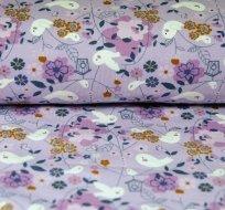 Úplet ptáček mezi květinami na fialkové