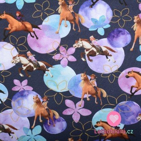 Úplet potisk dívky na koni mezi lila květy na modrošedé