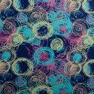 Úplet potisk pestrobarevné kroužky na tmavě modré