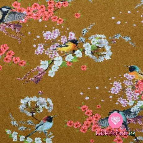 Teplákovina počesaná ptáčci mezi barevnými květy na tmavší okrové