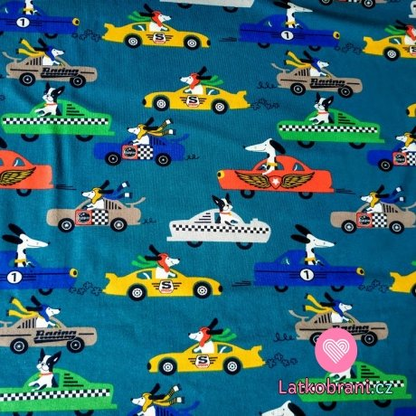Úplet pejsci závodníci v autech na petrolejové modré
