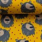 Úplet potisk šťastní medvídci mezi nepravidelnými puntíky na žluté
