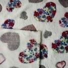 Wellsoft fleece vzorovaná srdíčka na bílé