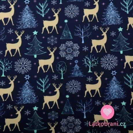 Teplákovina počesaná potisk jelínci mezi vánočními stromečky na modré