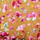 Úplet fialkové květy na okrové