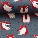 Úplet potisk šťastné lišky mezi nepravidelnými puntíky na šedé