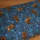 Úplet tygr mezi květy na modré