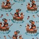 Úplet piráti v loďce na oblohově modré