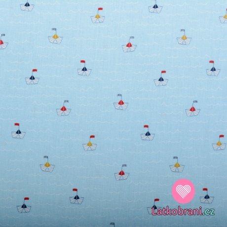 Bavlněný popelín potisk papírové lodičky ve vlnkách na modré