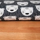 Teplákovina spící tygr, přerušované čárky na šedé