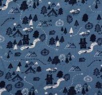 Teplákovina počesaná medvídci mezi stromy a stany na modré