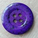 Knoflík mega velký fialový s černými cákanci