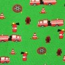 Úplet červená hasičská auta na zelené