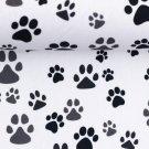 Bavlněné plátno šedé a černé tlapky na bílé