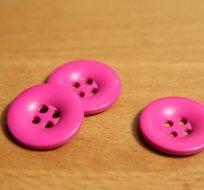 Knoflík hladký lesklý růžová malina 24mm