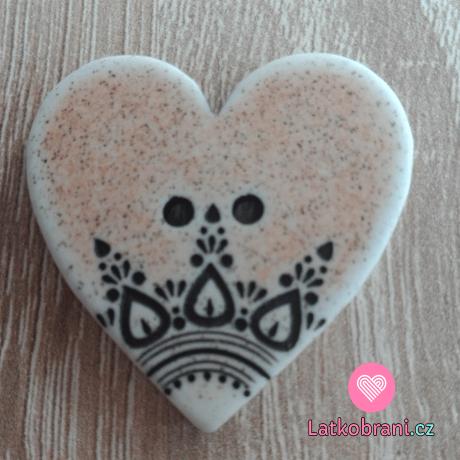 Knoflík srdíčko béžové s ornamenty