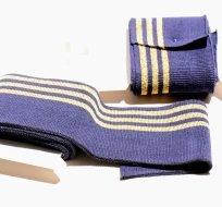 Náplet kusový tři zlaté proužky na tmavě modré 135 cm