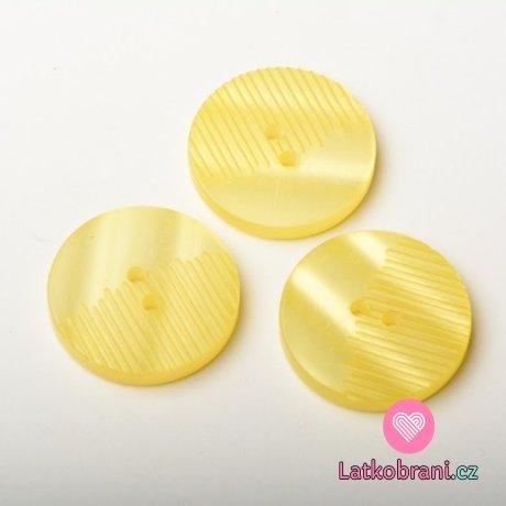 Knoflík kulatý, perleť, žlutý, z poloviny vroubkatý - velký