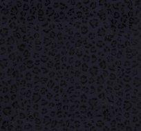 Úplet strukturovaný ztracenými abstraktními květy černé na tmavě modré