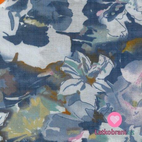 Bavlněná látka s příměsí viskózy malované květy laděné do modra