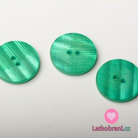 Knoflík kulatý, perleť, zelený, z poloviny vroubkatý - střední
