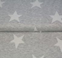Pletenina s bílými hvězdami na šedém melé