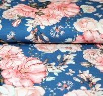 Úplet rozkvetlé růže na modré