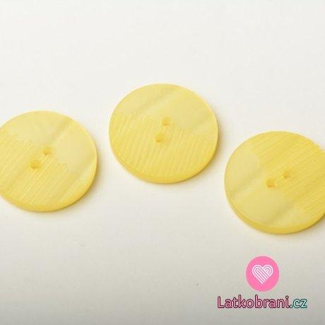 Knoflík kulatý, perleť, žlutý, z poloviny vroubkatý - střední