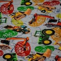 Úplet potisk traktory, bagry mezi barevnými pneumatikami na šedé